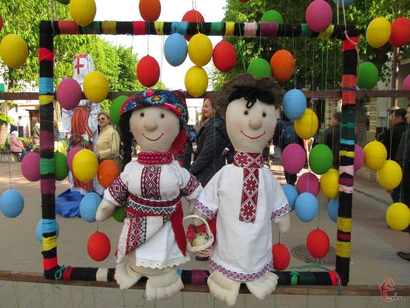 На Проскурвській презентували різні інсталяції, в тому числі і до Великодня