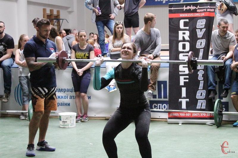 У змаганнях з кросфіту, які пройшли в Хмельницькому, взяли участь як чоловіки, так і жінки