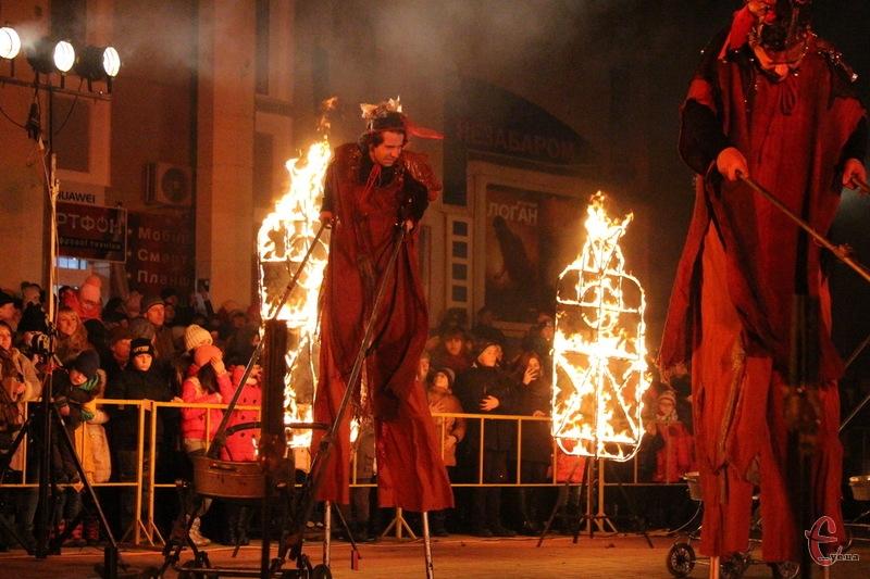 У виставі Глорія було все - і радощі, і горе... і темрява, і яскравий вогонь