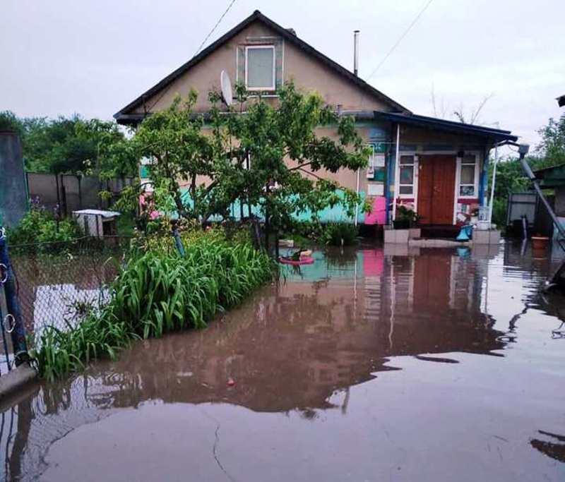 Внаслідок зливи у Волочиському районі були підтоплені будинки