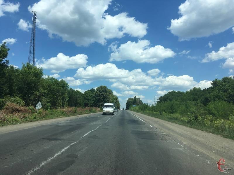 Керівники районів кажуть, що майже усі дороги області потребують ремонту