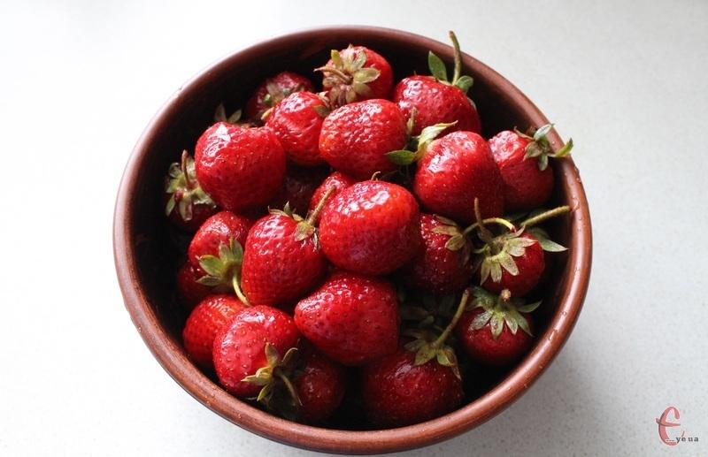 Сезон смачної ароматної літньої ягоди у розпалі