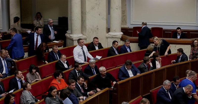Депутати Верховної Ради України збільшили собі зарплати