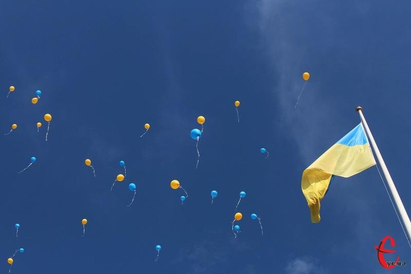 На встановлення найбільшого на Хмельниччині прапора депутати виділили з обласного бюджету п'ять мільйонів гривень