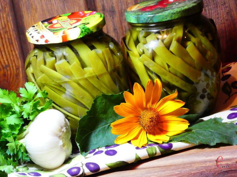 Законсервована влітку спаржева квасоля стане знахідкою для вас узимку. Її можна вживати і як самостійний овоч – із гарніром чи м'ясом, і як закуску, і як компонент для салату.