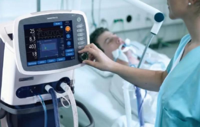 В лікарнях Хмельницького та Шепетівки відключили від апаратів ШВЛ хворих, які лікуються від COVID-19
