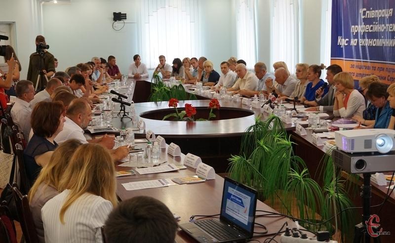 Круглий стіл на тему «Співпраця бізнесу та професійно-технічної освіти. Курс на економічний розвиток країни» відбувся за ініціативи народного депутата України Сергія Лабазюка.