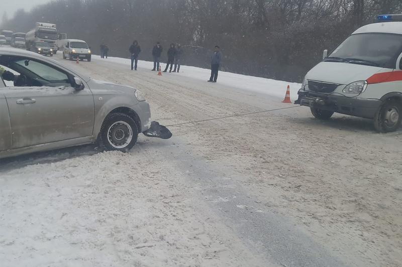 Щоб не опинитися він на віч із зимою десь на трасі, водії просять по можливості утриматися від поїздок