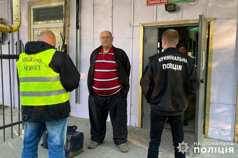 Чоловіка передали поліцейським Молдови