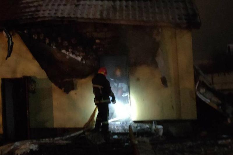 Пожежники загасили палаючу лазню в Лісових Гринівцях