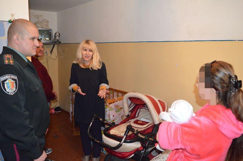 Також зі святами привітали і ув'язнених жінок із малолітніми дітьми, які утримуються в установі