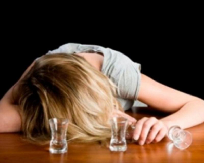 Неповнолітня хмельничанка з алкогольним отруєнням потрапила в реанімацію