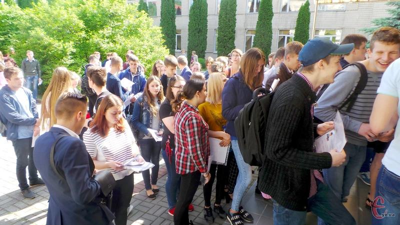 До участі у тестуванні зареєстровано 112 тисяч осіб по Україні, з них на Хмельниччині – 3 тисячі 270 випускників