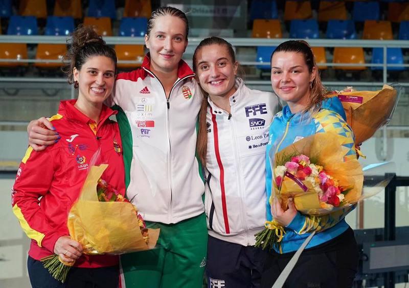Аліна Комащук (праворуч) здоубла бронзову медаль на етапі Кубка світу