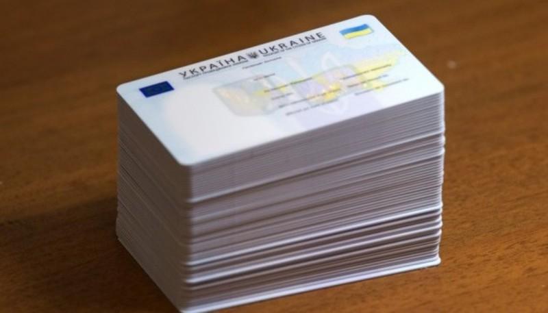 ID-картку з 1 листопада зможуть отримати всі громадяни України, які виявлять бажання обміняти свій паспорт-книжку