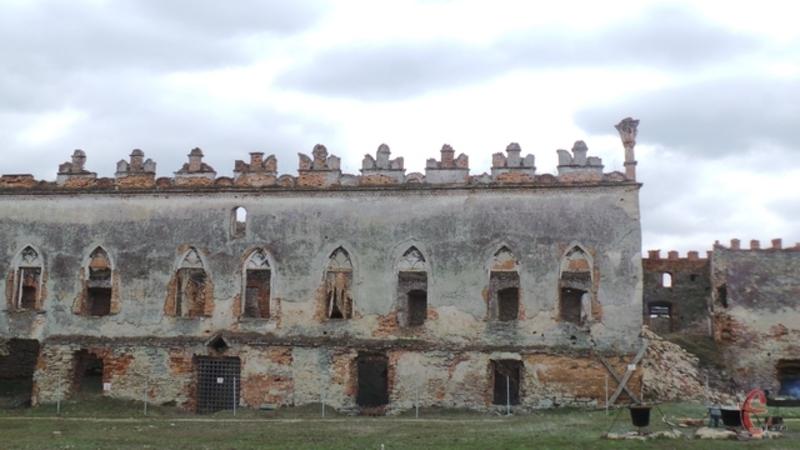 На гостей чекатимуть екскурсії музейними залами Меджибізької фортеці