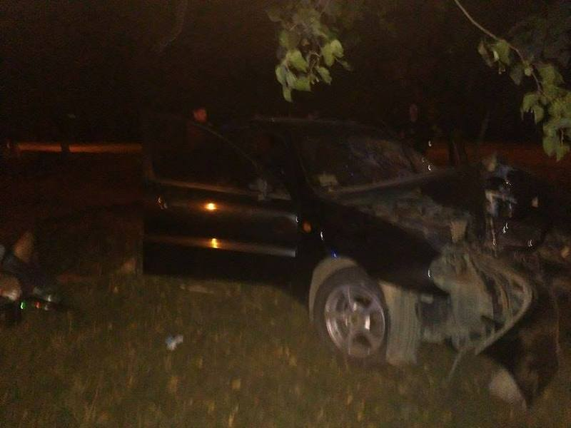 Обидва чоловіки, які перебували в авто, потрапили до лікарні