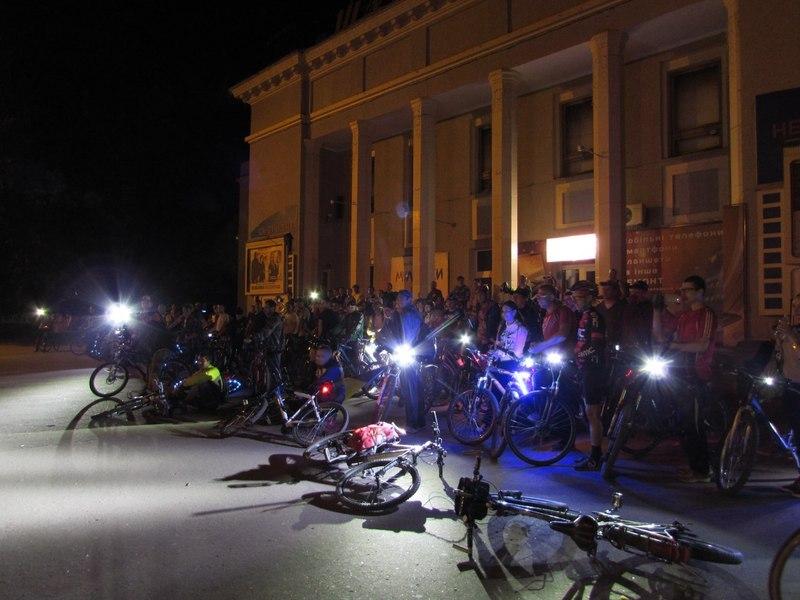 Велосипедисти прикрасять яскравими вогнями своїх залізних коней та проїдуть нічними вулицями Хмельницького