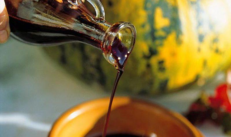 Гарбузова олія не переносить тепло й сонячне світло, тому тримати його краще в щільно закритій пляшечці, в темному прохолодному місці