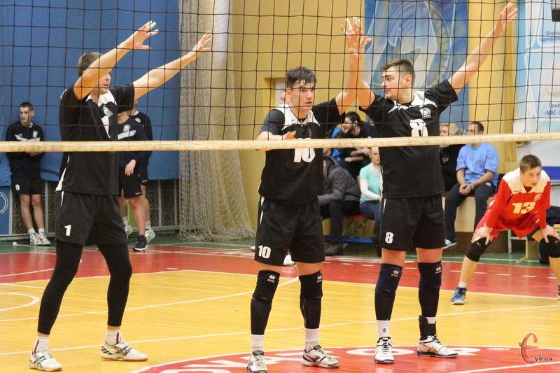 Юрій Білан (№10) та Максим Турик (№8) після матчів у Суперлізі, зіграли за Новатор-2-Прикордонник