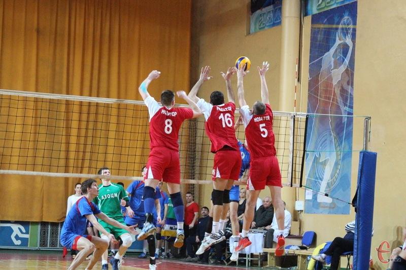 Хмельницькі волейболісти, можливо, наприкінці вересня зіграють на товариському турнірі в Чернігові