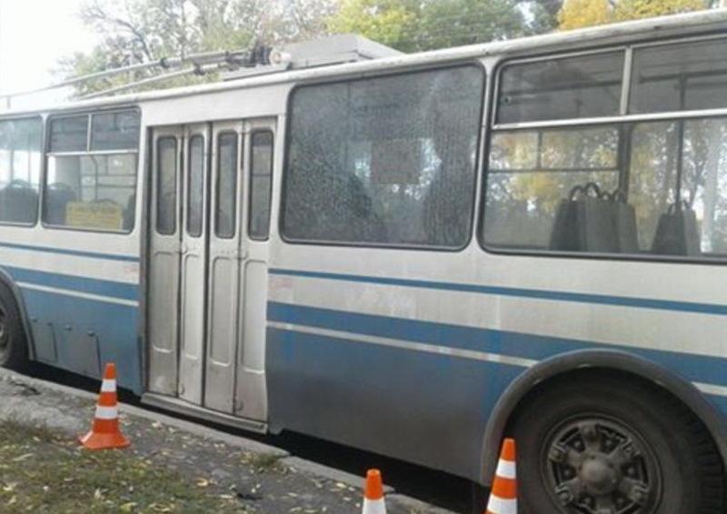 Скло в тролейбусі, яке зазнало покшоджень, вже замінили