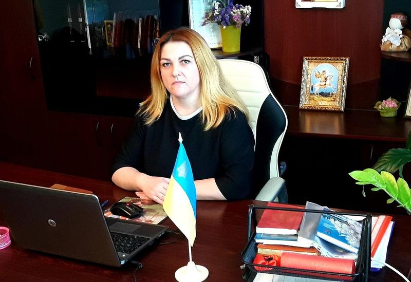 Олена Лошанюк (колишнє прізвище — Ковцун) раніше працювала головою Теофіпольської РДА