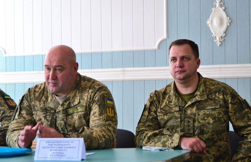 Новий військовий комісар області - Костянтин Радченко (праворуч)