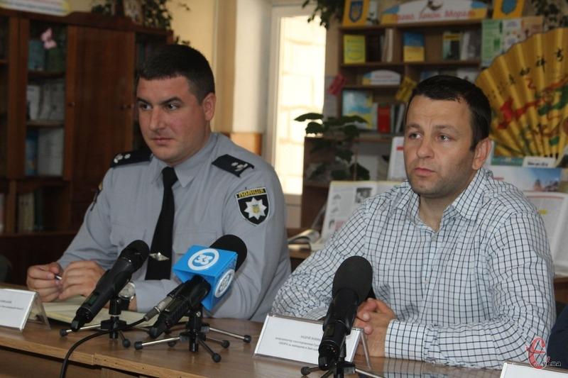 «На Хмельниччині вибори пройшли без серйозних порушень», — Андрій Попик (з правого боку)