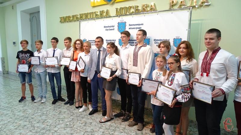 Усі діти-степендіати були переможцями всеукраїнських олімпіад, міжнародних конкурсів та фестивалів