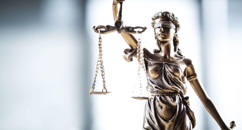 У Кам'янці-Подільському засудили водія, що пограбував свою попутницю