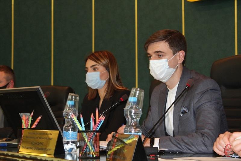 Депутати просять повернути адаптивний карантин і дозволити приймати рішення щодо обмежень місцевим комісіям ТЕБ і НС