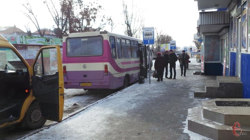 Автобуси курсують у звичному режимі, попри снігопад