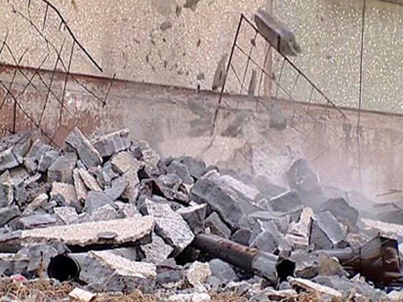 Через обвал стіни, в Шепетівці  загинула одна людина.