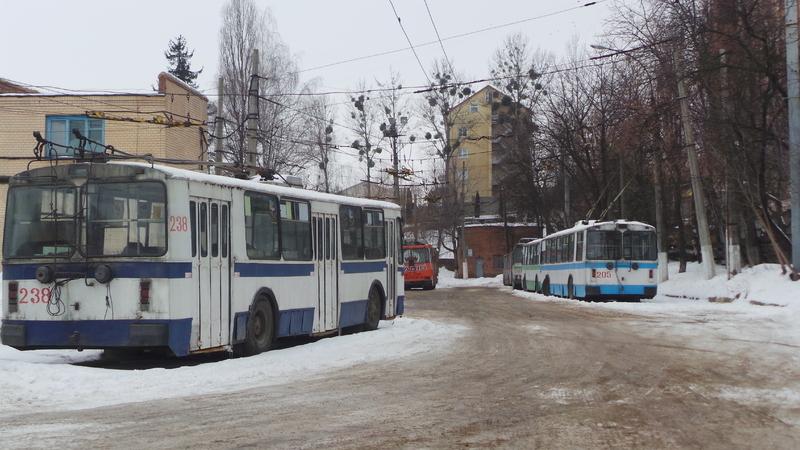 У зв'язку з ремонтними роботами рух нічних тролейбусів у напрямку мікрорайону Ракове буде тимчасово призупинено