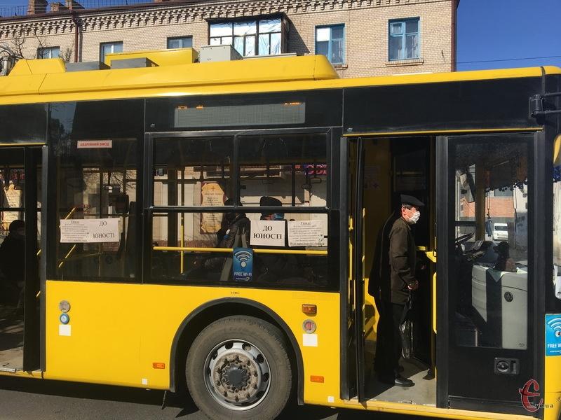 Хмельницький опинився в помаранчевій зоні. А відтак з 14 вересня громадський транспорт має їздити напівпорожнім