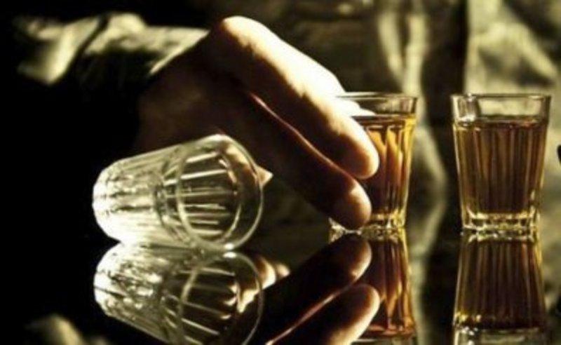 Військовослужбовець стверджує, що випив в аптеці спиртову настоянку від болю в горлі