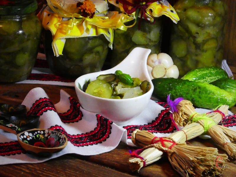 Взимку, коли відкриєте салатик, кухнею пошириться запах свіжих огірочків. Смачнішої закуски годі й шукати!