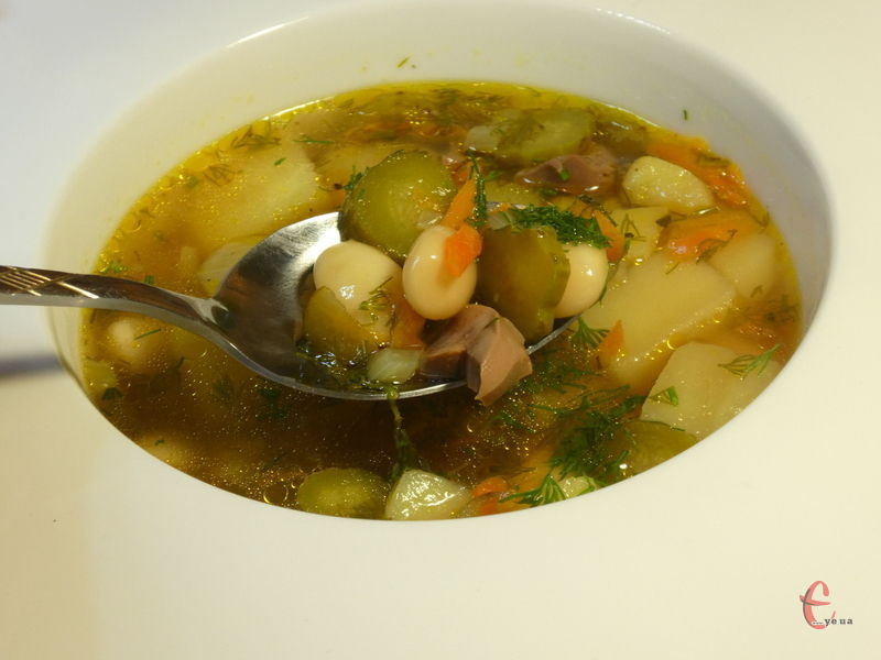 Огірочник — юшка, зварена з солоними огірками, яка вважається однією зі старовинних українських страв.