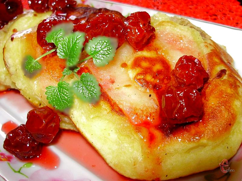 Цей рецепт дуже зручний тим, що замішати тісто можна звечора, а смажити оладки зранку.