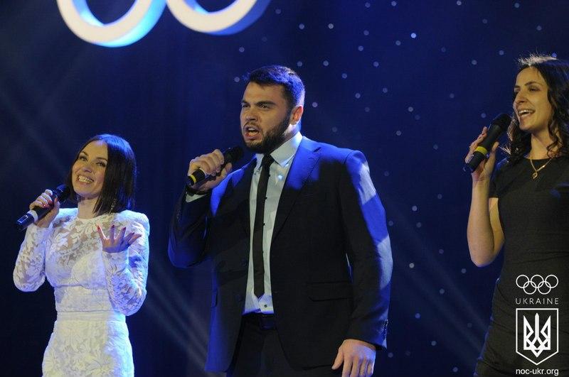 Ірина Мерелені (ліворуч) та Олексій Торохтій не лише олімпійські чемпіони, а й... співаки