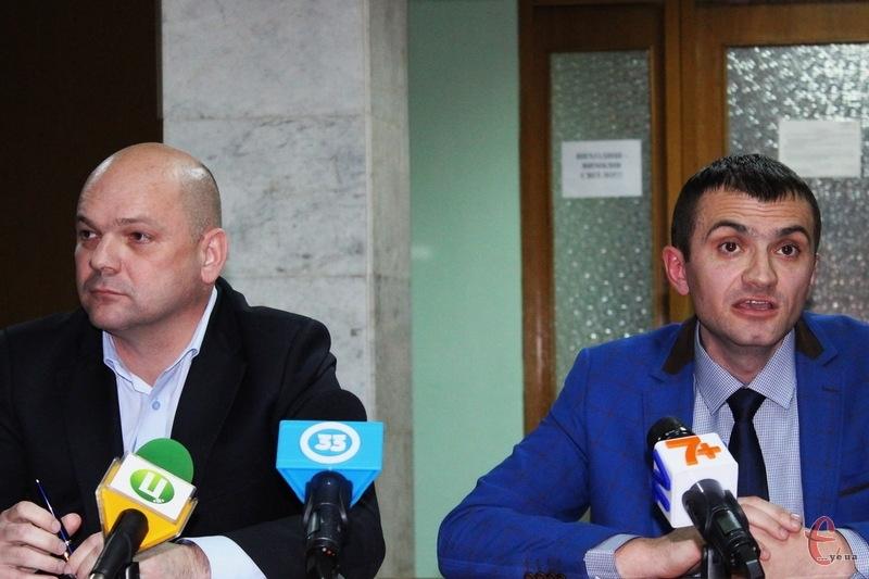 Нагадаємо, хмельничани 15 листопада в другому турі обиратимуть нового міського голову. Кандидатів двоє - Костянтин Чернилевський (ліворуч) та Олександр Симчишин