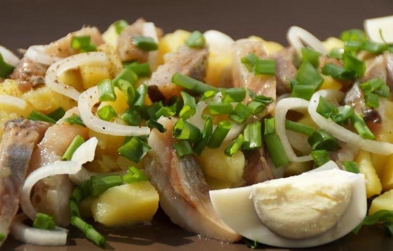 З оселедця можна приготувати не тільки звичну «Шубу», але й інші смачні страви.