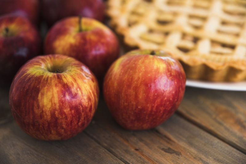 Випічка з яблуками актуальна в будь-який сезон, але саме восени вона особливо смачна!