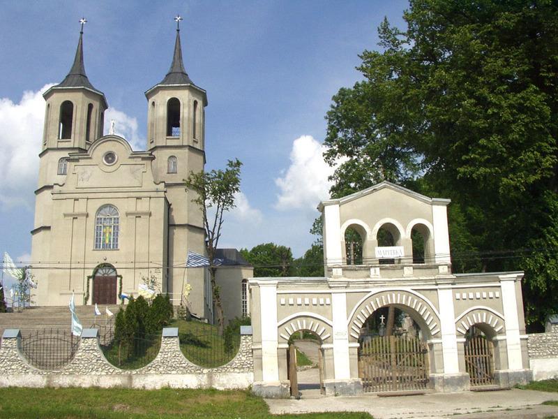 Новозбудований костел у Сатанові освятили 28 травня 1994 року