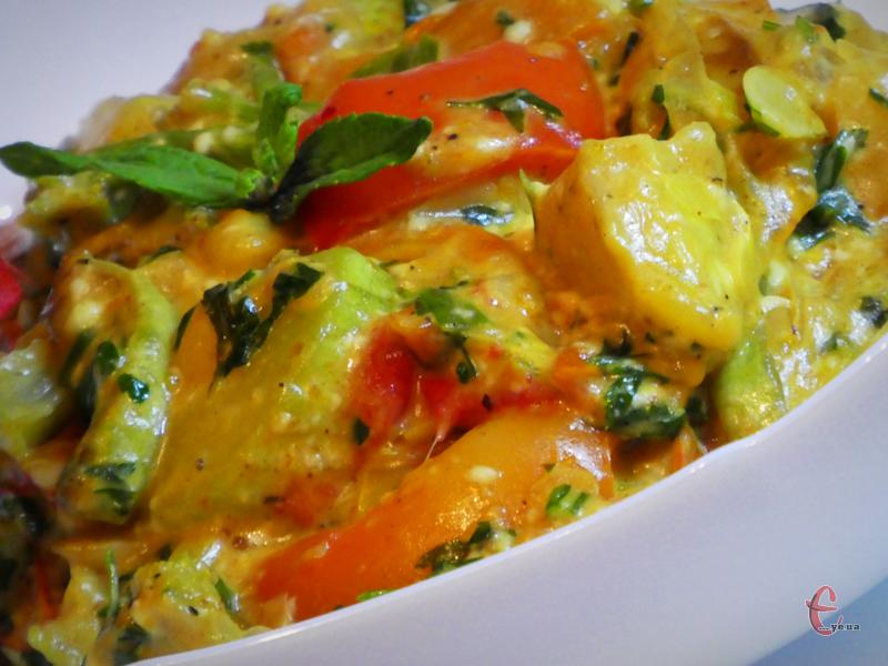В основі соте – мікс зі смажених овочів, які потім тушкуються в соусі.