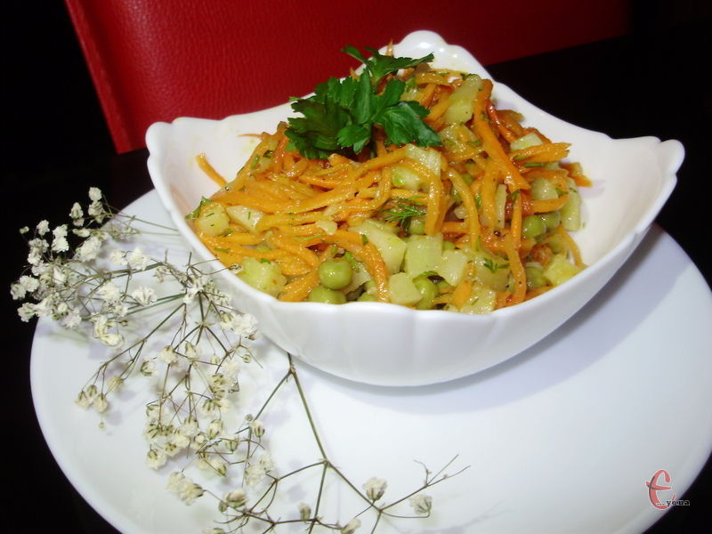 Незвичайно смачний і легкий, дуже ситний і ароматний салат.