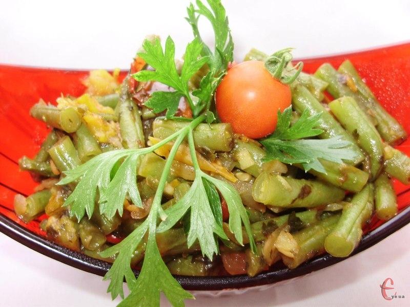 У гарячому вигляді лобіо можна подавати як гарнір до будь-яких варених круп, картоплі та локшини.