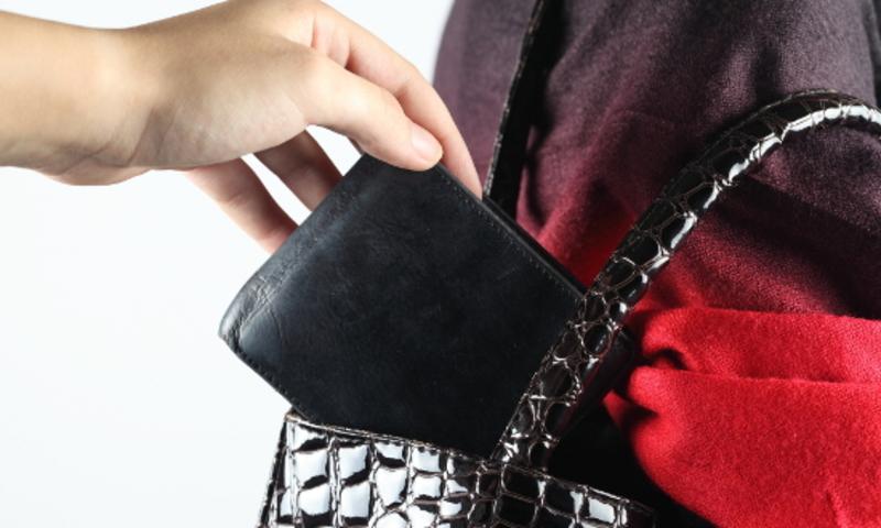 1.Досвідчений злодій може на око визначити кількість грошей в гаманці