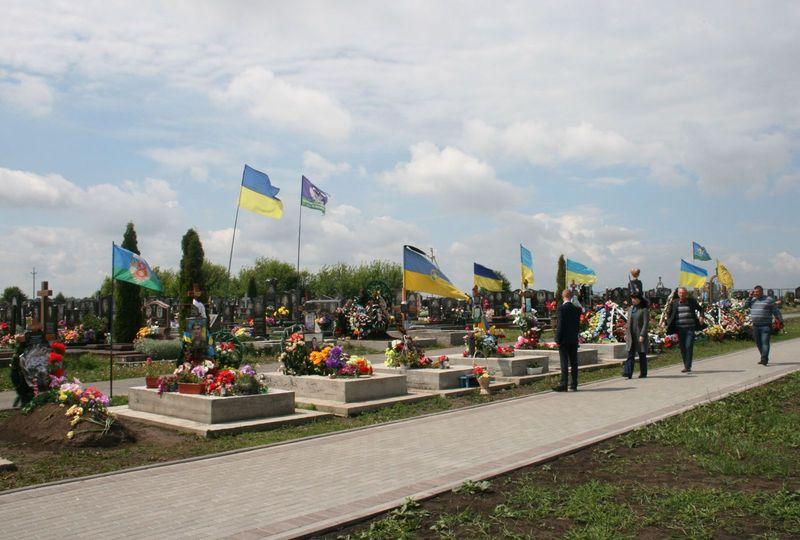 15 бійців АТО поховані на Алеї Слави на кладовищі у мікрорайоні Ракове та кладовищі «Шаровечка»